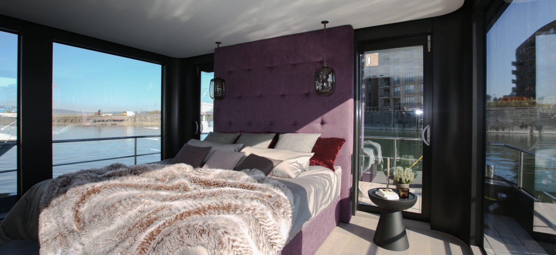 Schlafzimmer im Hausboot Traveller XL.jp